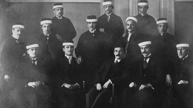 1915 yılı Saraybosna Şeriat mektebi dördüncü sınıf talebeleri.