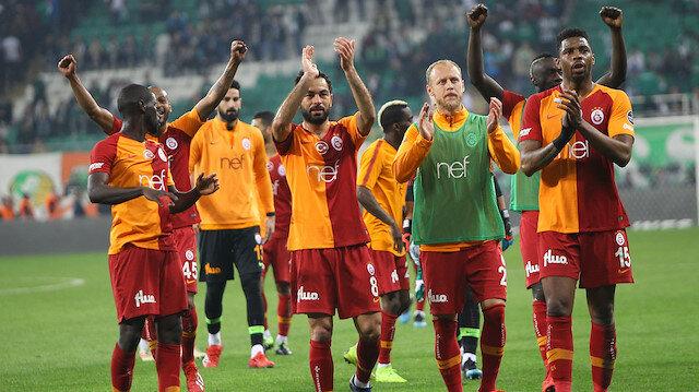 Galatasaray'ın ilk transferi Donk oldu