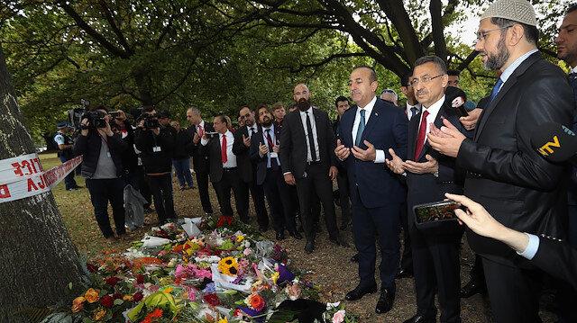 Fuat Oktay, Mevlüt Çavuşoğlu ile El Nur Camii ve yaralıları ziyaret etti