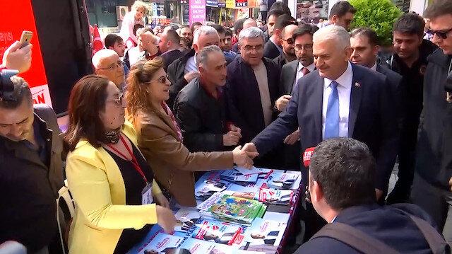 Binali Yıldırım Avcılar'da diğer parti seçim çadırlarına da uğradı