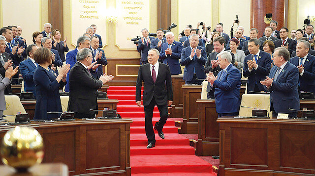 Nazarbayev 'aksakal' olacak
