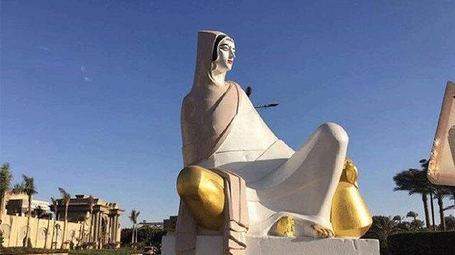 Mısır'da rujlu çiftçi heykeli tepki çekti