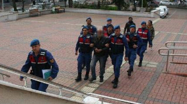 Gözaltına alınan M.İ., Çaycuma Devlet Hastanesinde sağlık kontrolünden geçirilerek Çaycuma Adliyesi'ne sevk edildi.
