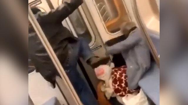 Yaşlı kadını defalarca tekmeleyen adamı kimse engellemedi
