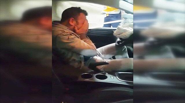 Otomobilde sıkışan alkollü sürücü sinir krizi geçirdi