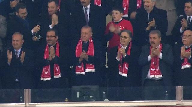 Cumhurbaşkanı Erdoğan Milli futbolcunun golünü ayakta alkışladı