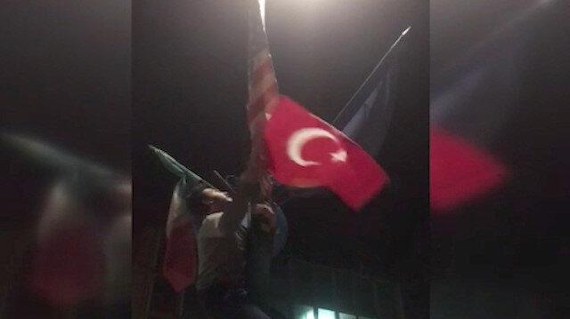 Ermenilerin indirdiği bayrağı Türkler göndere çekti