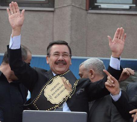 AK Parti Genel Başkan Yardımcısı Salih Kapusuz, Gökçek'e üzerinde