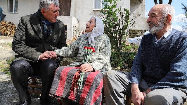 Trabzonlu nineden Erdoğana dua: Allah onun askerlerini kuş gibi gezdirsin