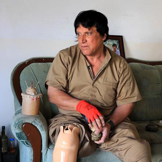 """"""" هوشيار علي"""".. عراقي يكرس حياته لتنظيف الألغام الحدودية"""