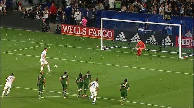 Zlatan Ibrahimovicten kaleciyi küçük düşüren panenka