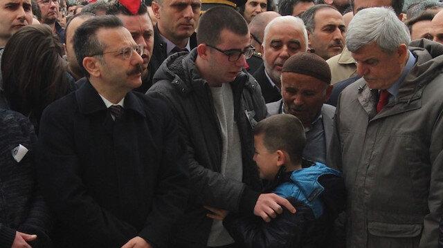 Necmeddin Hocanın oğlu babasını gözyaşlarıyla uğurladı