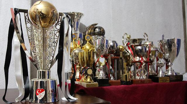 Manisaspor'un tarihi kupalarını kasap satın aldı