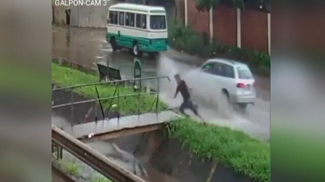 Yağmurdan kaçayım derken su kanalına düştü