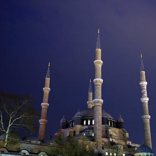 """جامع السليمية التاريخي بتركيا يطفئ أنواره دعمًا لـ""""ساعة الأرض"""""""