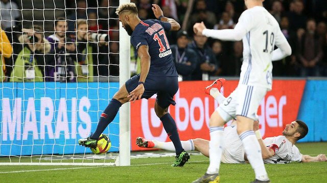 PSG-Strasbourg maçında akılalmaz pozisyon
