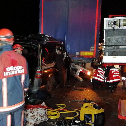 Gece yarısı feci kaza: 5 kişi öldü 5 kişi yaralandı