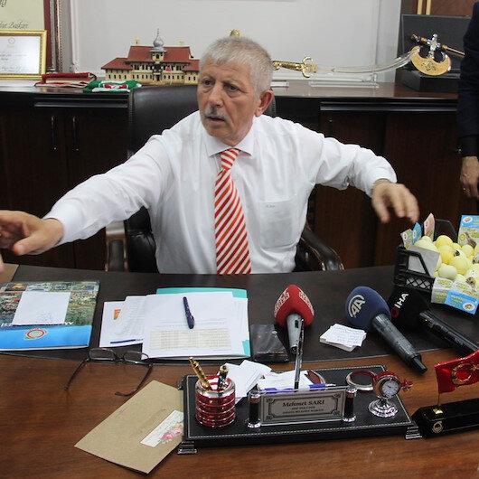 Makam kapısını söktüren başkan müdürlerin araçlarını toplattı