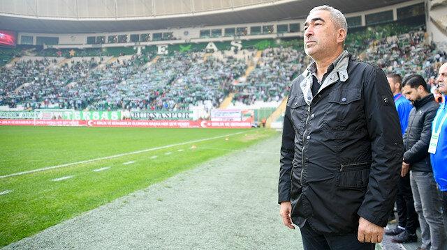Samet Aybaba Bursaspor'un başında çıktığı 27 Süper Lig maçında 5 galibiyet, 13 beraberlik ve 9 mağlubiyet aldı.