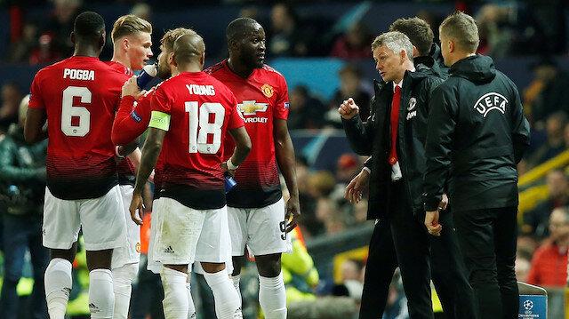 Manchester Unitedlı futbolcular kötü oyun sebebiyl Solksjaer'den uyarı aldı.