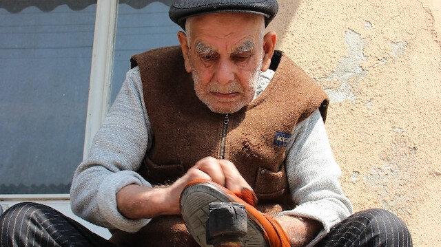92 yaşında boyacı sandığıyla yıllara meydan okuyor