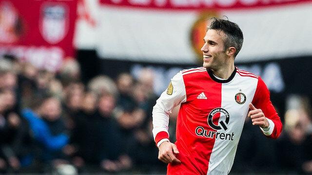 Van Persie Fenerbahçe'den ayrıldıktan sonra transfer olduğu Feyenoord'da çıktığı 28 maçta 17 gol atarken 5 de asist yaptı.