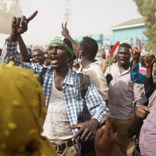 Sudan'da ordunun yönetime el koymasına dünyadan tepkiler
