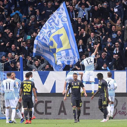Tarihi mağlubiyet: Juventus şampiyonluğu erteledi