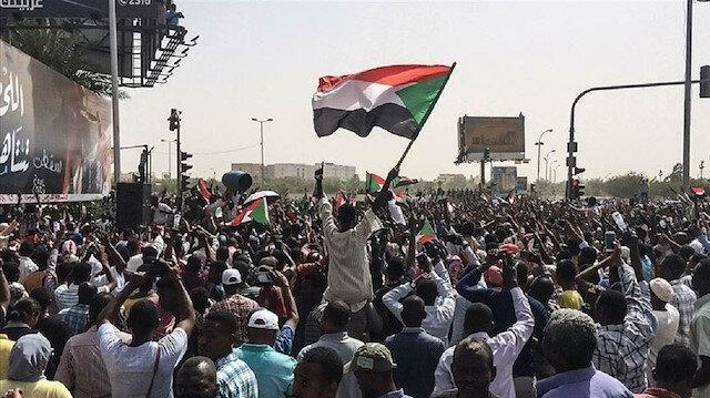 """""""حميدتي"""" يجدد اعتذاره عن عدم المشاركة بالمجلس العسكري السوداني"""