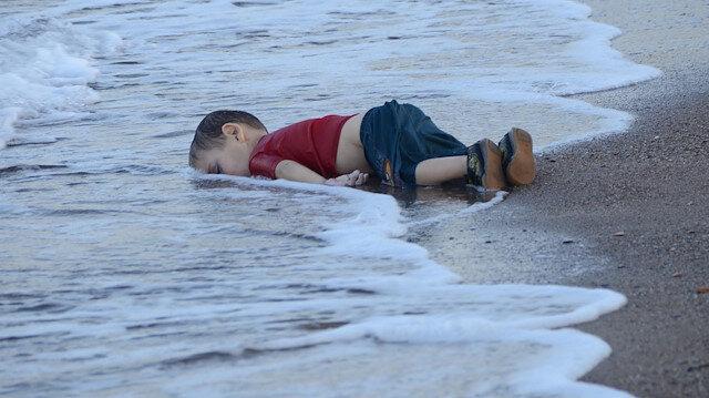 Body of Aylan Kurdi washed up on the shore in Muğla