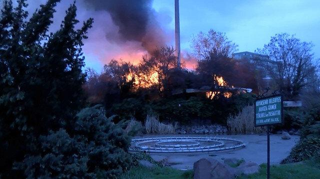 Hastane yakınında korkutan kafe yangını