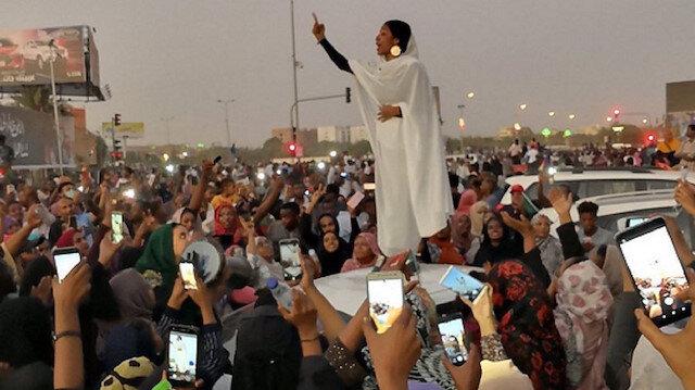 Sudan protestolarının sembolü: Alaa Salah