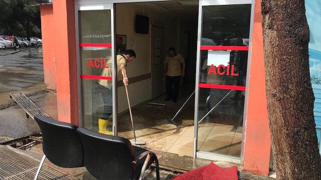 Göztepe Eğitim ve Araştırma Hastanesi'nin acil servisini su bastı