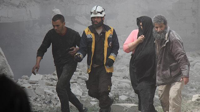 Sivil Savunma (Beyaz Baretliler) ekiplerinden alınan bilgiye göre, saldırılarda bir aileden 3'ü çocuk 5 sivil yaralandı.