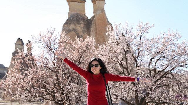 أزهار الربيع.. تضفي سحرًا على كبادوكيا التركية