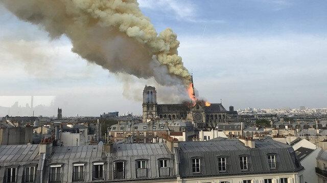 Fransa'nın sembolü Notre Dame Katedrali'nde yangın