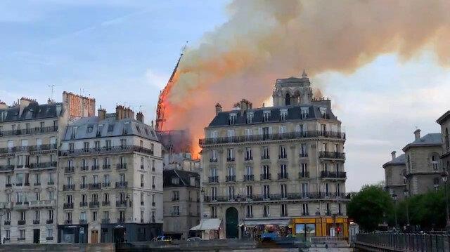 Notre Dame Katedralinin kulesi böyle yıkıldı