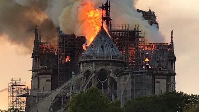 Notre Dame Katedralinde yangın çıktı