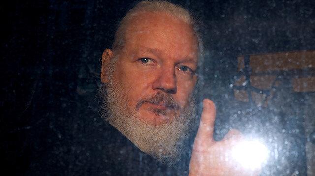 Assange'nin kurduğu Wikileaks, 2010 yılında, ABD'nin Irak ve Afganistan'da işlediği suçları da delillendiren çok sayıda gizli belgeyi yayımlamıştı.