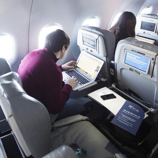 Uçakta internet kullandı faturayı görünce şoke oldu