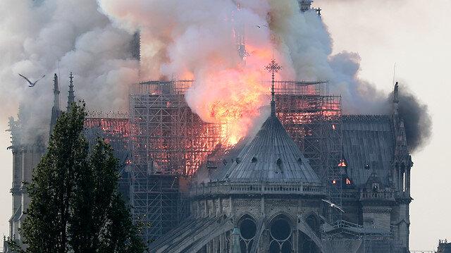 Macron Notre Dame'ın yeniden inşası için 5 yıl dedi