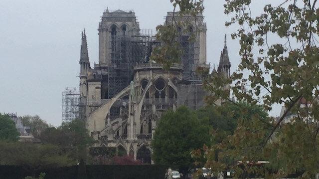 Küle dönen tarihi Notre Dame Katedrali için dünya ayaklandı