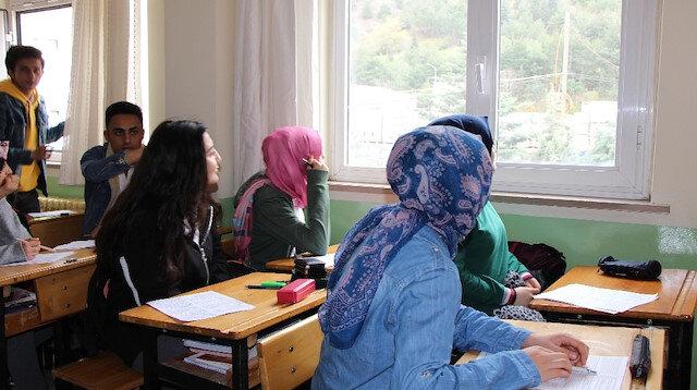 Öğrenciler gözünü alamadı öğretmen sınavı erteledi