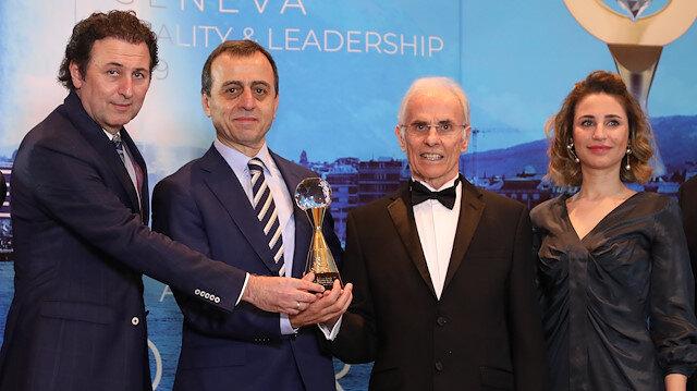 """""""Uluslararası Kalite Ödülü"""" İstanbul Akvaryum Yönetim Kurulu Başkanı Ali Nuhoğlu, İcra Kurulu Üyeleri Dilek Çapanoğlu ve Sami Milli'ye takdim edildi."""