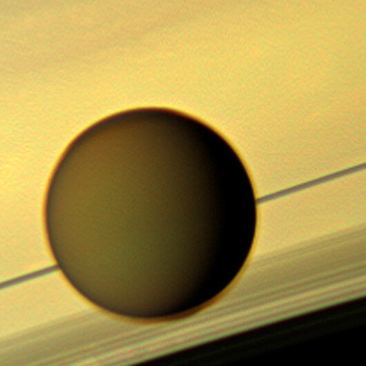 On Saturn's moon Titan, plentiful lakeside views, but with liquid methane