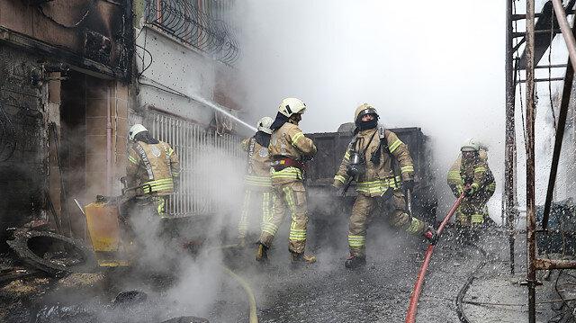Yangına müdahale eden itfaiye ekipleri. Fotoğraf: Arşiv.