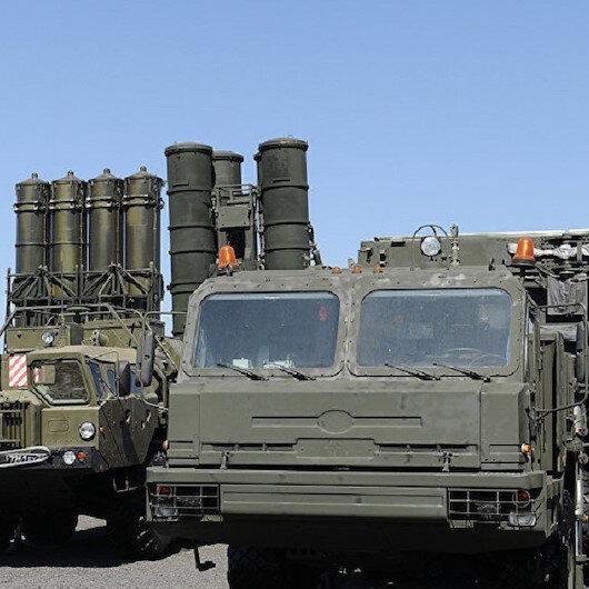 وزير الدفاع التركي يعلن عن موعد تسلّم منظومة صواريخ إس-400 من روسيا
