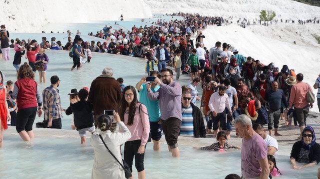 Pamukkale'yi 3 saatte 15 bin kişi ziyaret etti