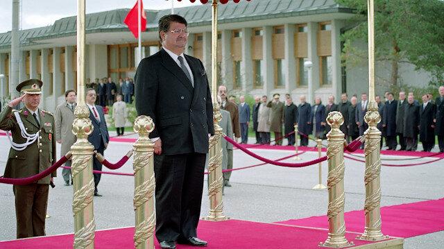 Turgut Özal, Cumhurbaşkanı sıfatıyla resmi törende.