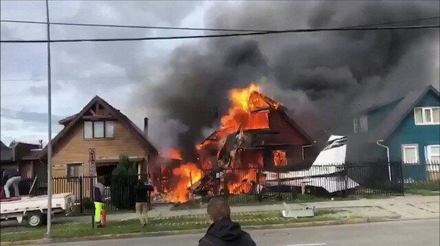 Yan eve de sıçrayan yangın kısa süre içerisinde itfaiye ekipleri tarafından söndürüldü.